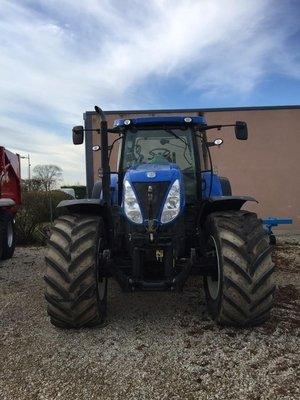 Tracteur agricole New Holland T7.235AC - 1